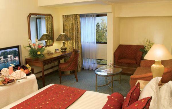 Lahore avari Room